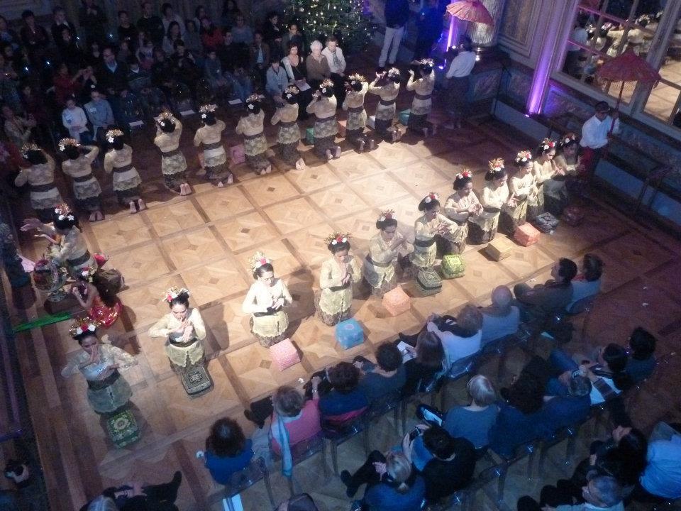 Prestation Cérémonie Temple Groupe danseurs indonésiens balinais Association Sekar Jagat Indonesia SJI PARIS
