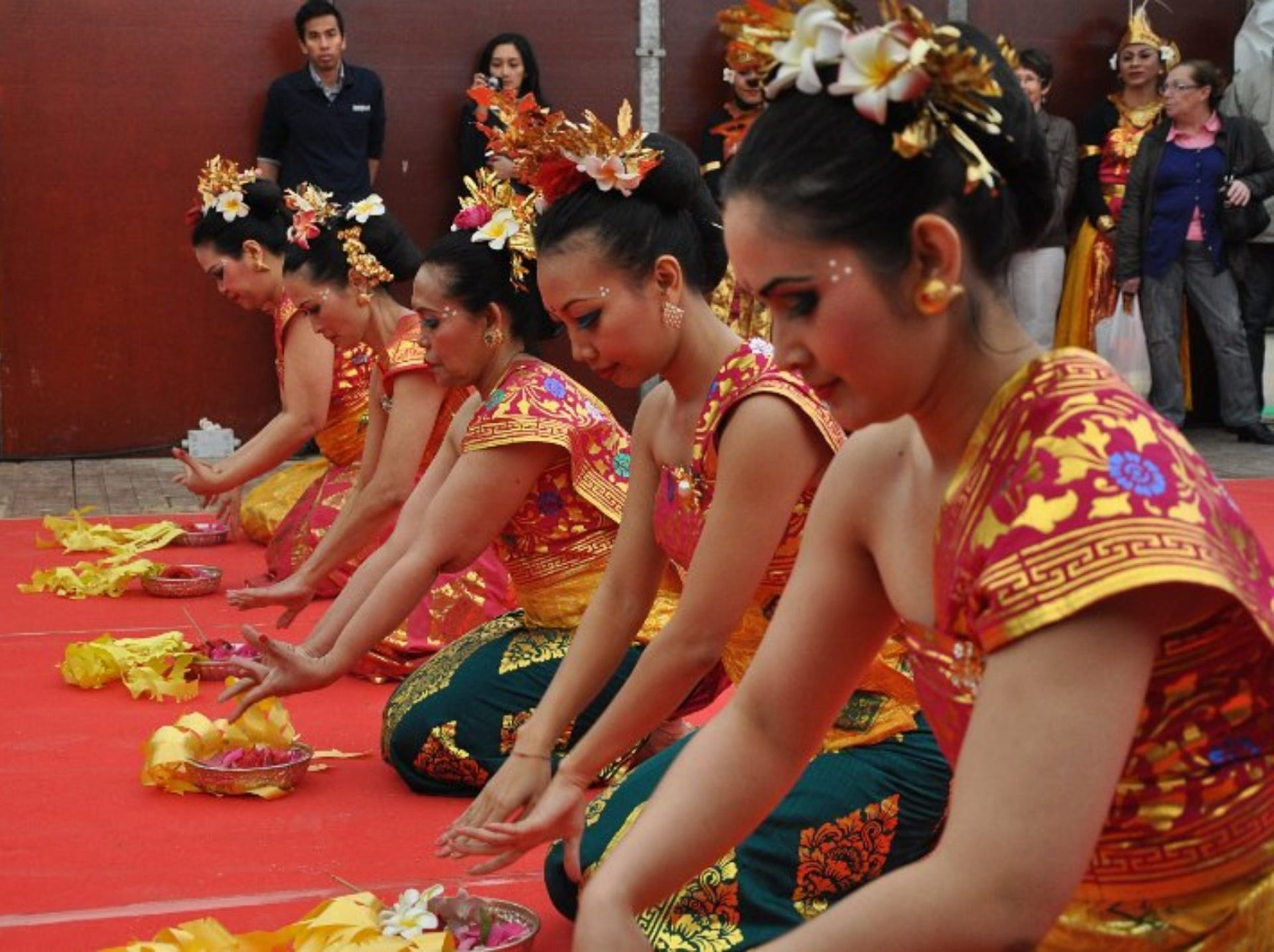 Danse Pendet Sekar Jagat Indonesia Association Paris