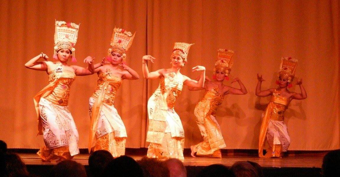 danse indonésienne Pendet sekar jagat indonesia